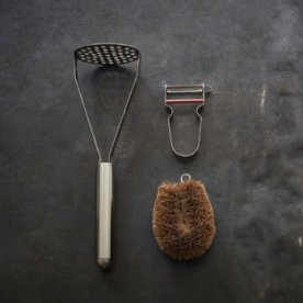 SMALL COLLECTION OF OBJECTS FOR PUREE